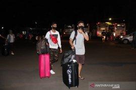 140 pekerja migran asal Buleleng pulang kampung karena negatif COVID-19