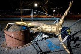 Dirusak orang berulang kali, Patung Zlatan Ibrahimovic akan direlokasi