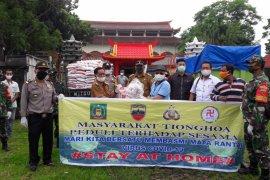Masyarakat Tionghoa Stabat salurkan 1.600 paket beras, mie instanst, masker
