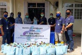 Pabrik karet di Pontianak salurkan bantuan 300 paket sembako