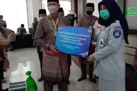 Jasa Raharja Jambi salurkan bantuan paket sembako melalui Forum CSR