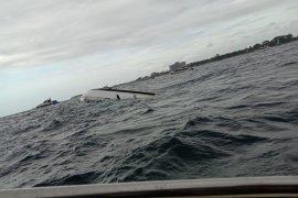 Kapal penumpang terbalik di perairan Sanur-Bali