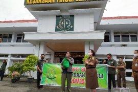 Penggali kubur di Bengkulu dapat bantuan sembako dari Kejati