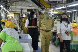 Bupati Sleman Sri Purnomo pantau operasional pabrik cegah penyebaran COVID-19