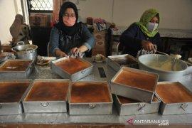 Pesanan Kue basah Khas Palembang jelang lebaran Page 1 Small