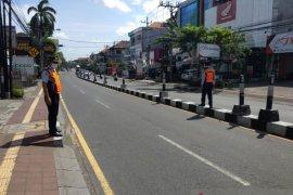 Hari kelima,  PKM Denpasar berjalan tertib untuk cegah COVID-19