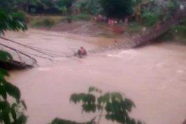 Jembatan gantung di Pengaron Kabupaten Banjar putus