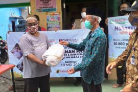 Muhammadiyah Jatim salurkan 50 ribu paket sembako ke warga terdampak
