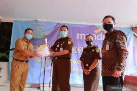 2.000 paket sembako dari Kejagung disalurkan untuk warga Ciledug