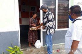 Wartawan Rejang Lebong bagikan sembako untuk warga terdampak COVID-19