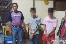 Dua pemuda peras sepasang kekasih dengan tuduhan berbuat tak senonoh