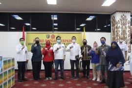 Satgas BUMN Lampung serahkan bantuan APD ke Gubernur Lampung Page 2 Small