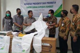BPJamsostek Rungkut serahkan bantuan APD kepada rumah sakit rujukan