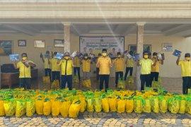 Saat pandemi, Fraksi Golkar di Banten salurkan 22.000 paket sembako
