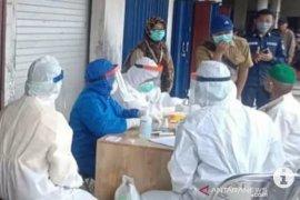 Rapid test massal para  pedagang di pasar Kandangan, tiga orang reaktif