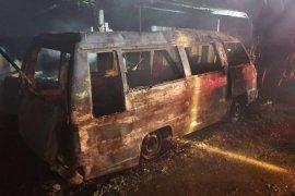 L300 bawa solar terbakar di Aceh Timur, rumah warga ikut disambar api