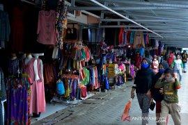 Toko pakaian di Gowa ramai pengunjung jelang lebaran Page 2 Small