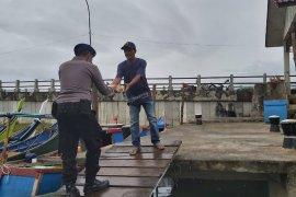 Ditpolairud bagikan makanan berbuka puasa kepada nelayan Aceh Besar