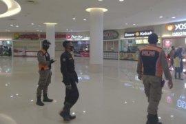 Sejumlah pusat perbelanjaan di Kota Surabaya diawasi ketat