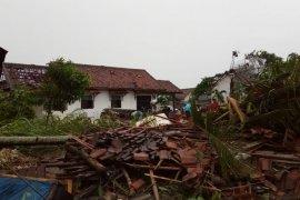 BPBD: Dua orang meninggal akibat puting beliung di Tulangbawang Lampung