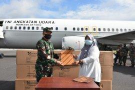 TNI salurkan 41 koli APD di Maluku Utara