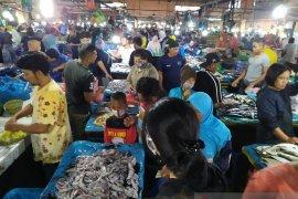 Pajak ikan Pematangsiantar ramai pembeli, harga stabil
