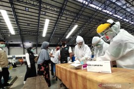 Gugus tugas lakukan rapid test massal di Pasar Barabai