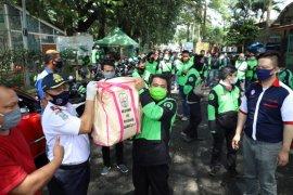 Dishub Jatim salurkan bansos untuk pengojek daring di Malang Raya