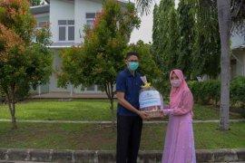 Petugas medis COVID-19 dapat bingkisan dari pejabat Pemerintah Aceh