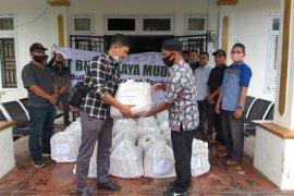 Setelah APD, PT BRM salurkan 400 paket sembako untuk warga Dharmasraya