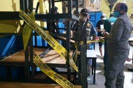 Satpol PP-Polda Jatim segel 327 warkop selama PSBB Surabaya Raya tahap II
