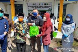Angkasa Pura II Bandara  Jambi salurkan sembako ke masyarakat terdampak COVID-19