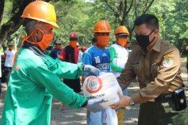 Perhutani Jatim berikan bansos untuk 29.361 warga sekitar hutan