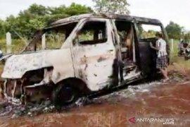 Pasutri di Bogor diduga bakar angkot miliknya sendiri saat terlibat pertengkaran