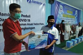 Jamkrindo Tangerang salurkan sembako untuk anak yatim terdampak COVID-19