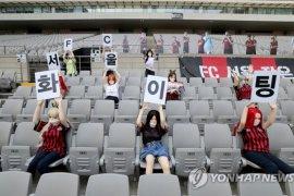 Terkait penempatan boneka seks di tribun penonton, Klub FC Seoul dianggap mempermalukan suporter wanita