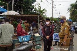 Pejabat di HSS diminta  awasi pemakaian masker dan jaga jarak di pasar