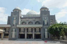 Warga Kota Bogor laksanakan Shalat Idul Fitri 1441 H di rumah masing-masing