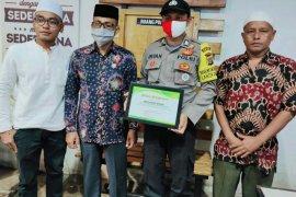 Berjiwa sosial, Haji Uma berikan penghargaan untuk polisi Aceh Utara ini