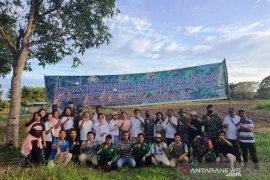 Bupati Nias Selatan, penyuluh dan mahasiswa bantu petani tanam jagung