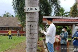 Gubernur Bengkulu datangi tempat isolasi nakes positif COVID-19
