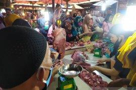Dua hari jelang Lebaran,  harga daging lembu dan ayam di Pematangsiantar naik