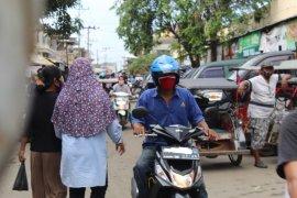 Suasana di luar pasar tradisional di Kota Bandarlampung padat  Page 1 Small