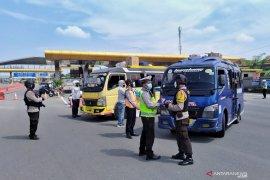 102 kendaraan pemudik diminta putar balik di gerbang tol Cileunyi