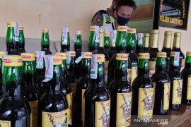 Polres Garut ungkap gudang minuman keras di permukiman warga