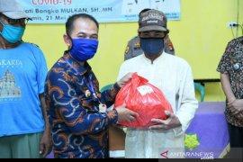 Pemerintah Kabupaten Bangka bagikan ribuan paket sembako