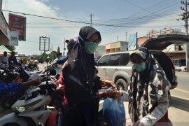Warga dapat 500 masker dan antiseptik dari Bireuen Community