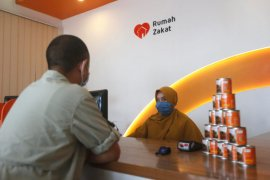 Telkomsel gandeng Rumah Zakat salurkan bantuan 1.339 paket sembako