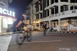 jalan disekat, bikin pesepeda asyik nikmati suasana Asia Afrika Bandung