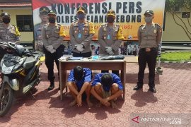 Dua remaja perampas telepon seluler diringkus polisi